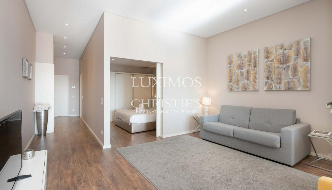 Sale of refurbished apartment, with terrace, Porto, Portugal_126537