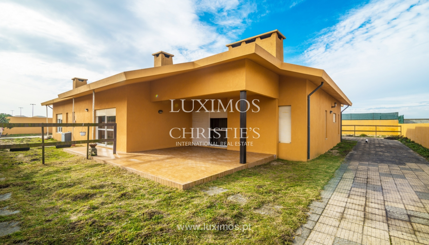 Sale of villa with swimming pool, in 1st line of sea, Mindelo, Portugal_127693