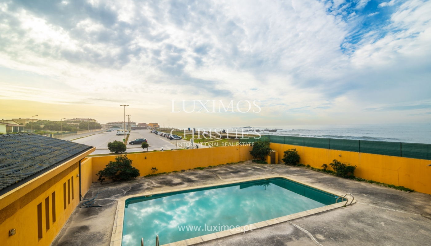 Sale of villa with swimming pool, in 1st line of sea, Mindelo, Portugal_127697