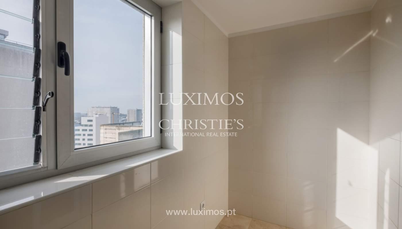 Apartamento novo e moderno, com vistas mar, no Porto, junto à Boavista_128453
