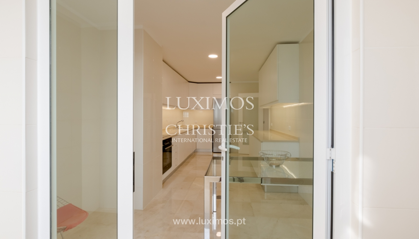 Apartamento novo e moderno, com vistas mar, no Porto, junto à Boavista_128455
