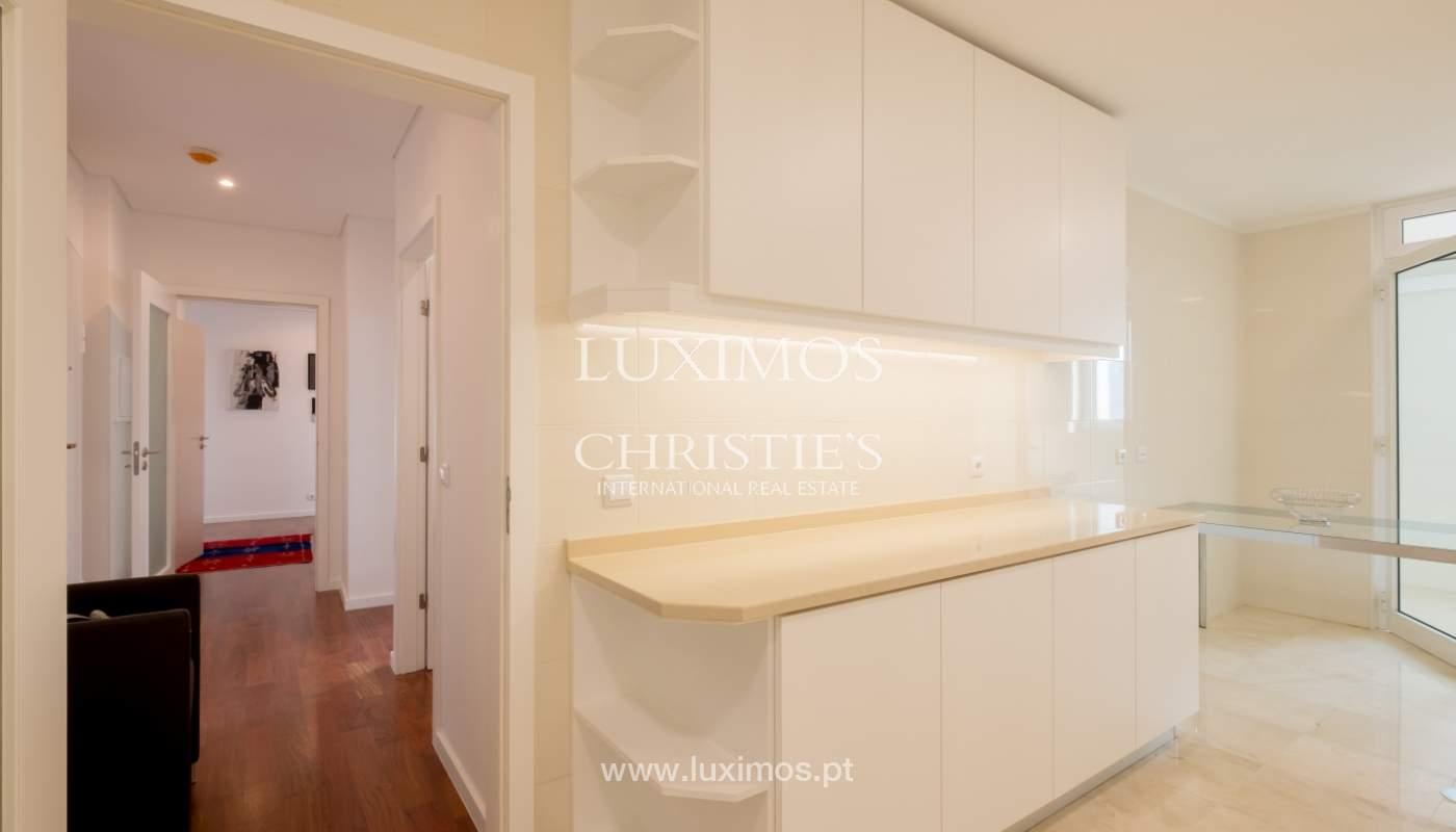 Apartamento novo e moderno, com vistas mar, no Porto, junto à Boavista_128458