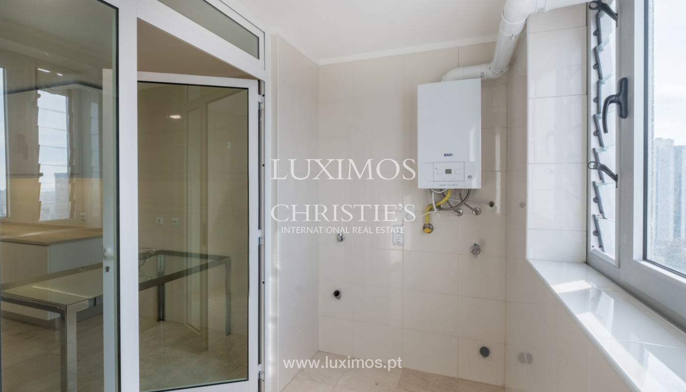 Apartamento novo e moderno, com vistas mar, no Porto, junto à Boavista_128460