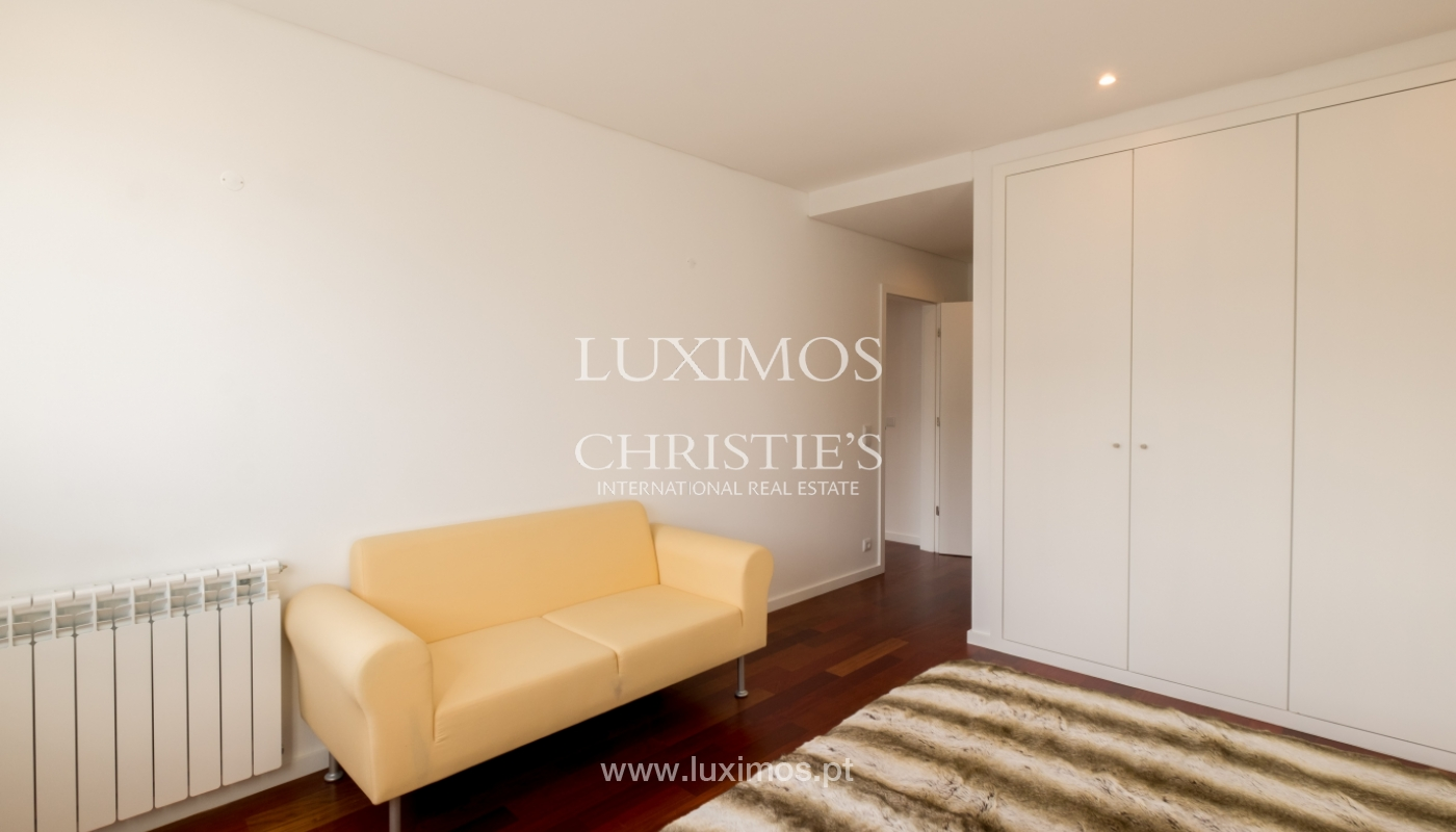 Apartamento novo e moderno, com vistas mar, no Porto, junto à Boavista_128492