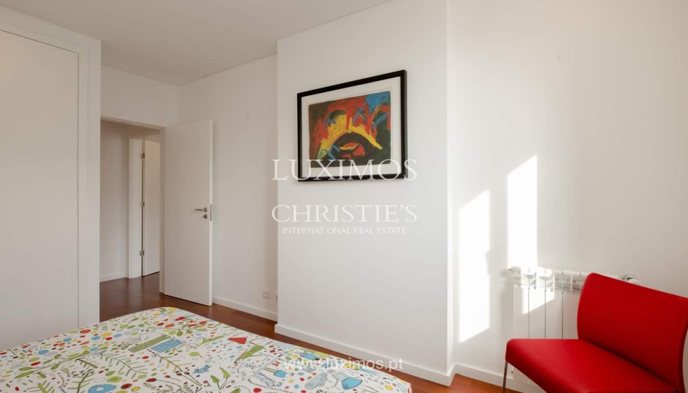 Apartamento novo e moderno, com vistas mar, no Porto, junto à Boavista_128500