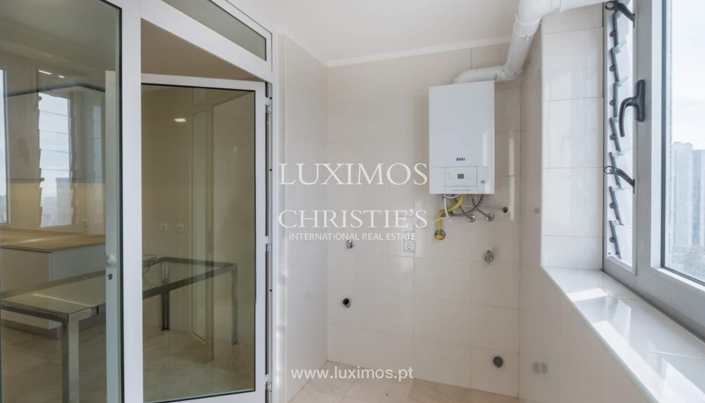 Appartement neuf et moderne, à vendre à Porto, près Boavista, Portugal_128810