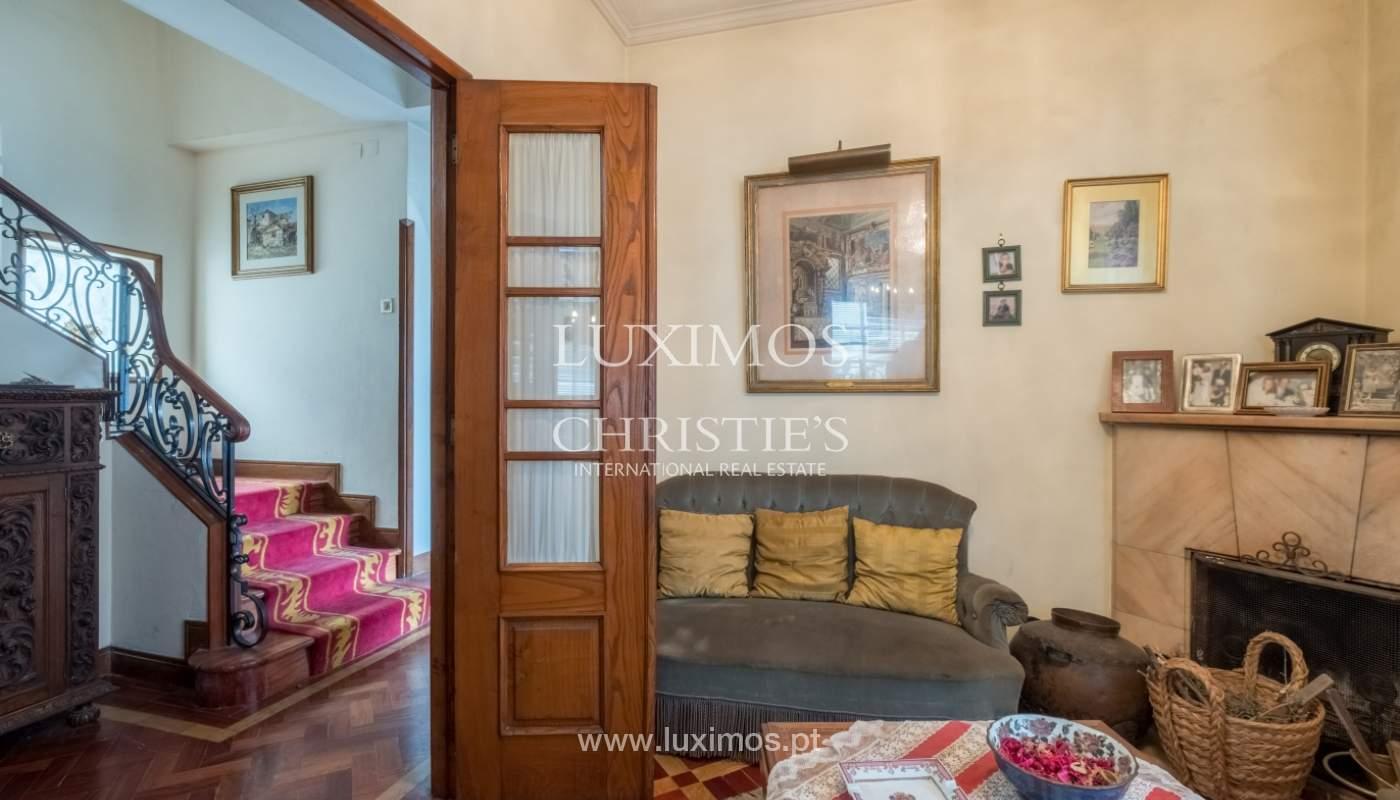 Venda de moradia com espaço ajardinado, em zona nobre do Porto_130795