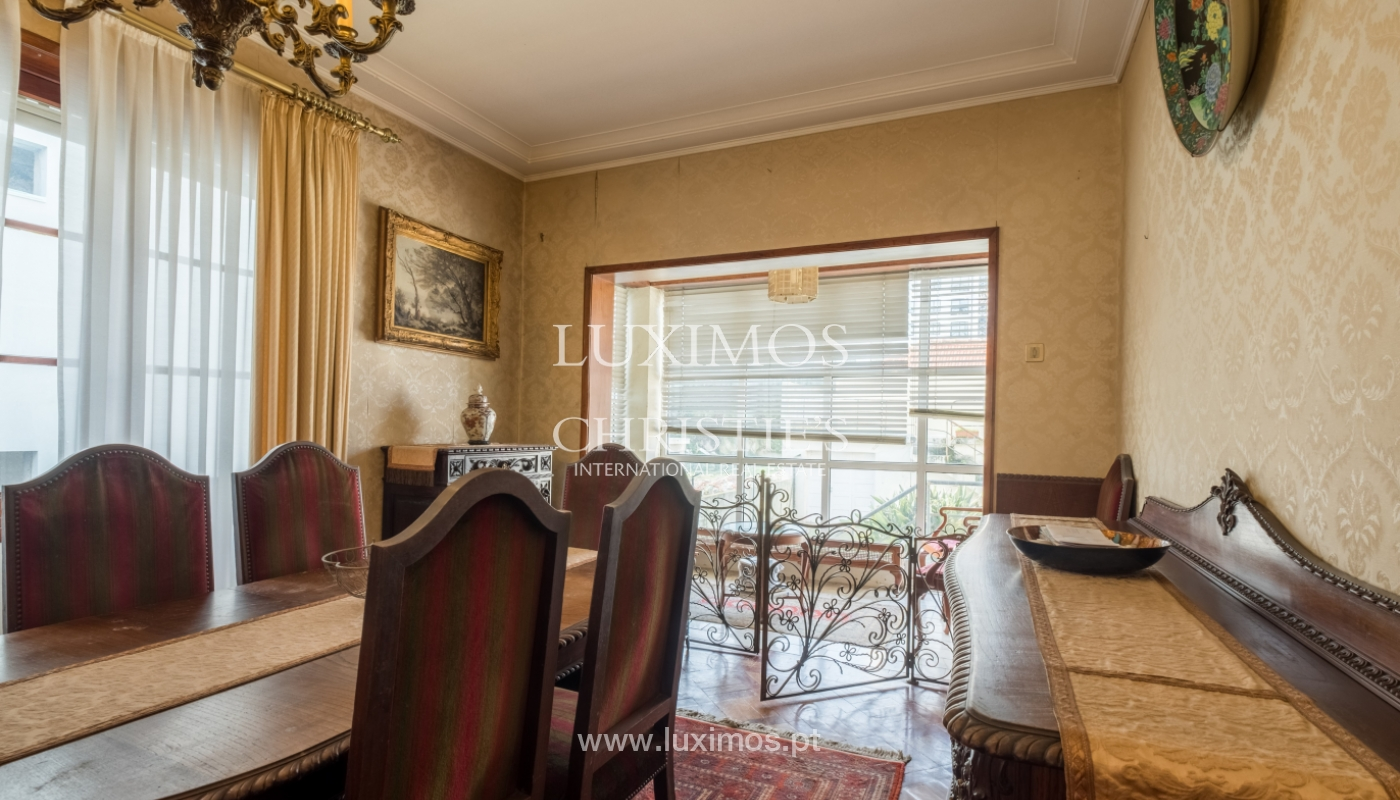Sale of house with garden space, in prime area of Porto, Portugal_130801