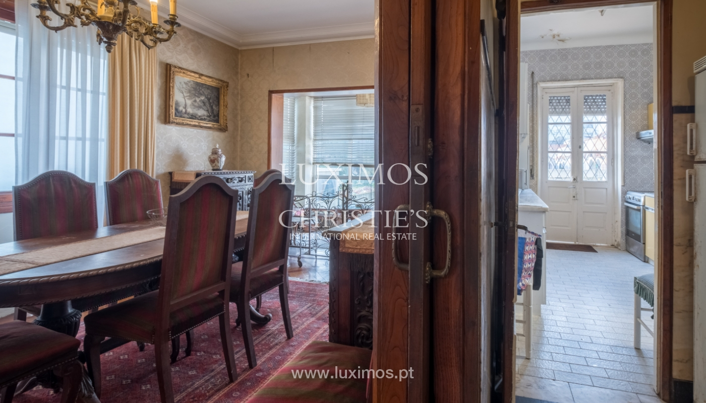 Sale of house with garden space, in prime area of Porto, Portugal_130804