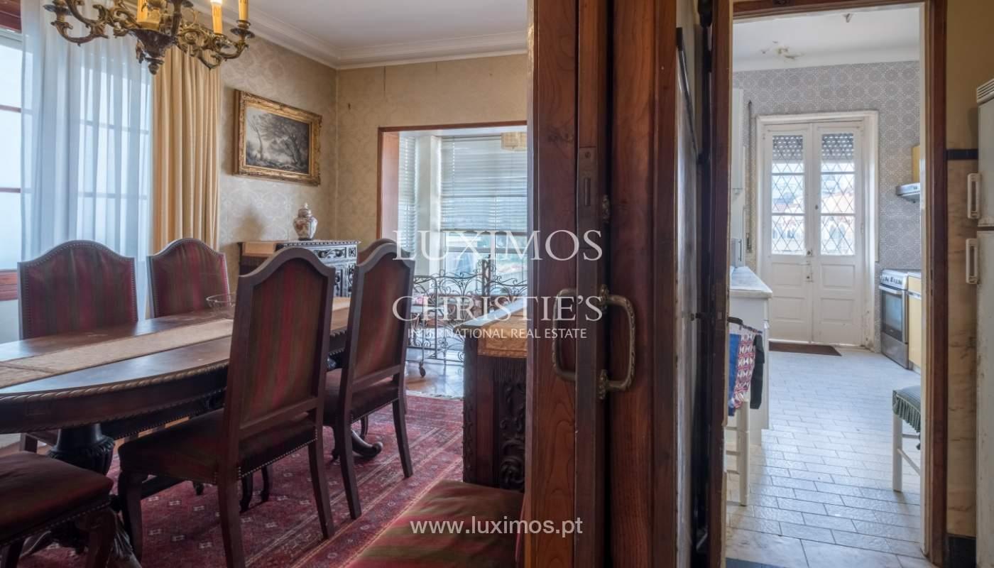 Venda de moradia com espaço ajardinado, em zona nobre do Porto_130804