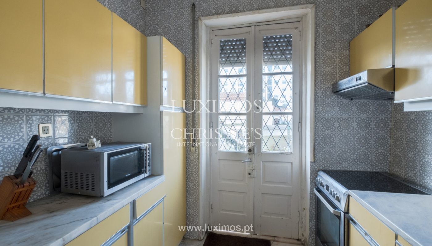 Sale of house with garden space, in prime area of Porto, Portugal_130805
