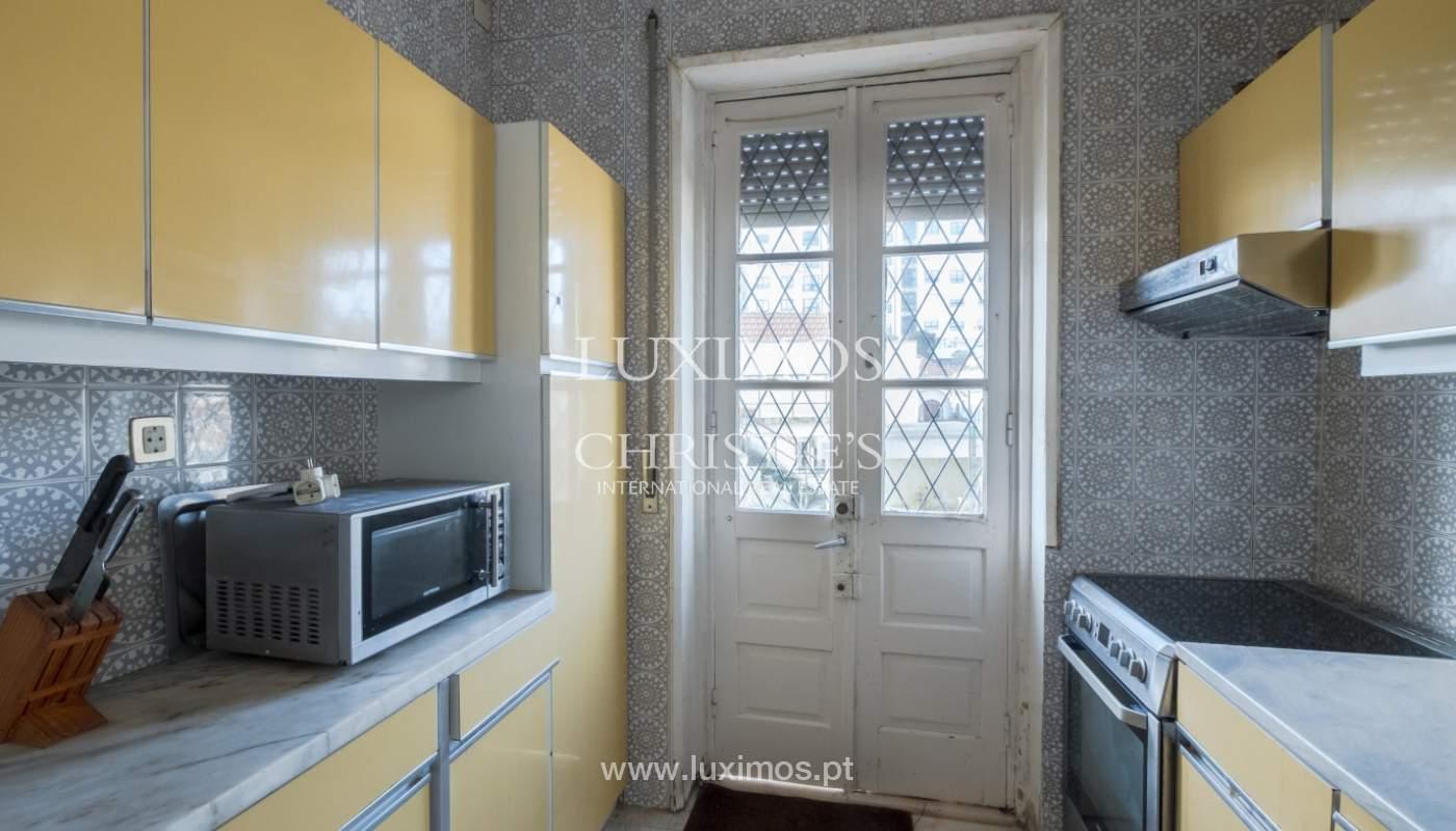 Venda de moradia com espaço ajardinado, em zona nobre do Porto_130805