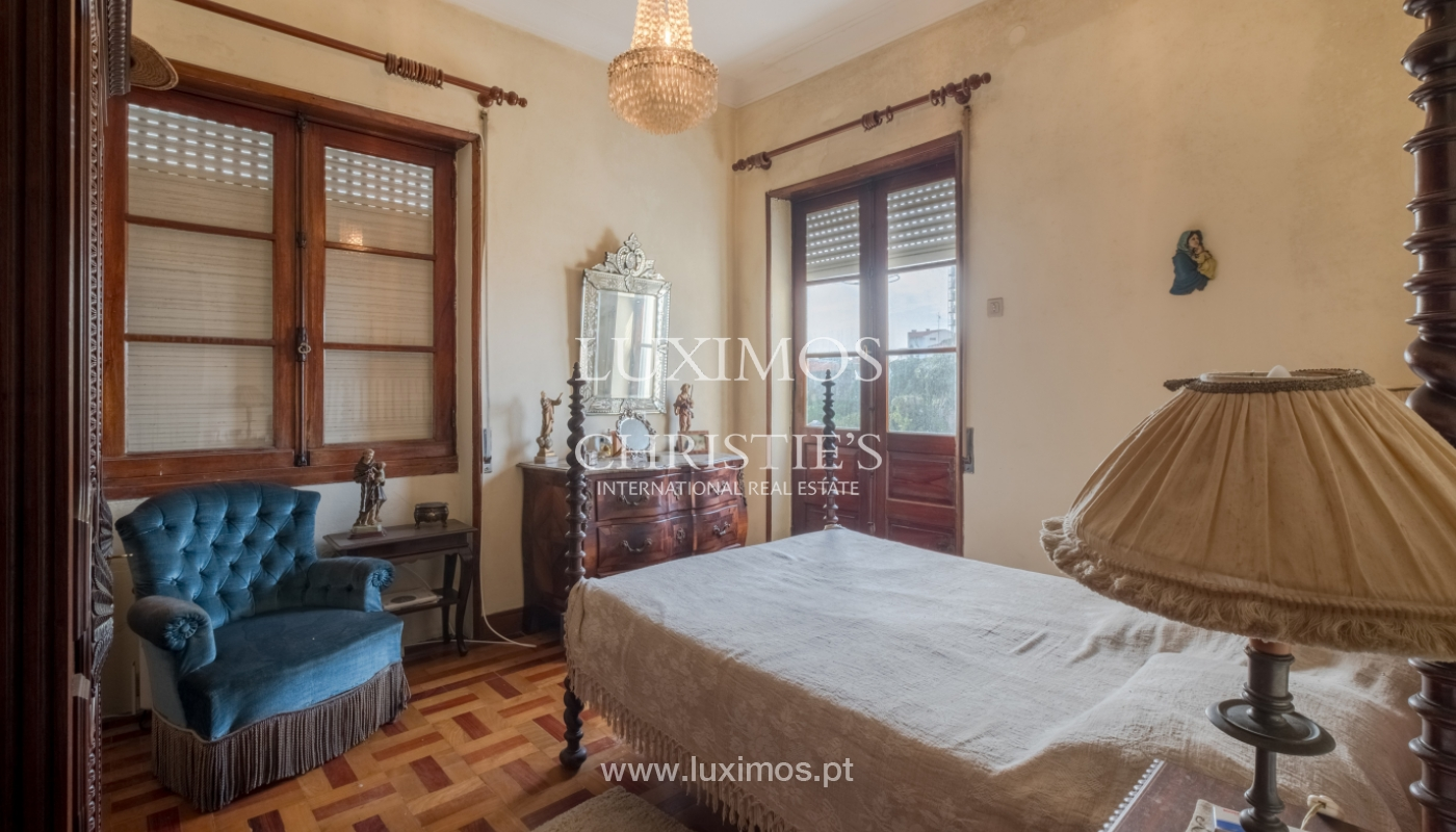Sale of house with garden space, in prime area of Porto, Portugal_130806