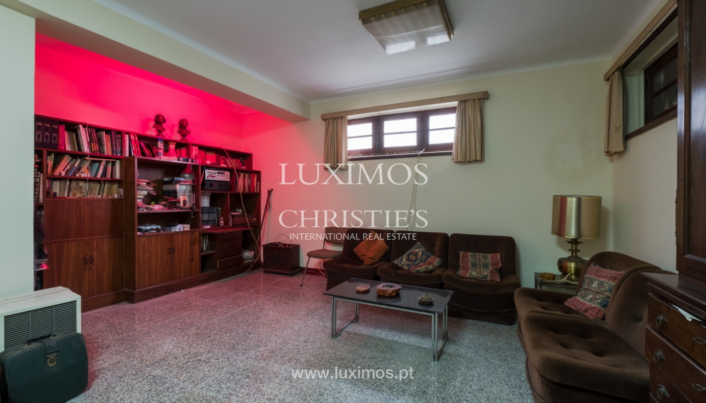 Sale of house with garden space, in prime area of Porto, Portugal_130830