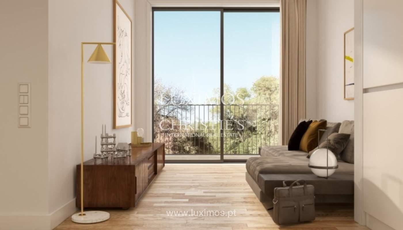 Apartamento novo e moderno com varanda, junto ao jardim de Arca D