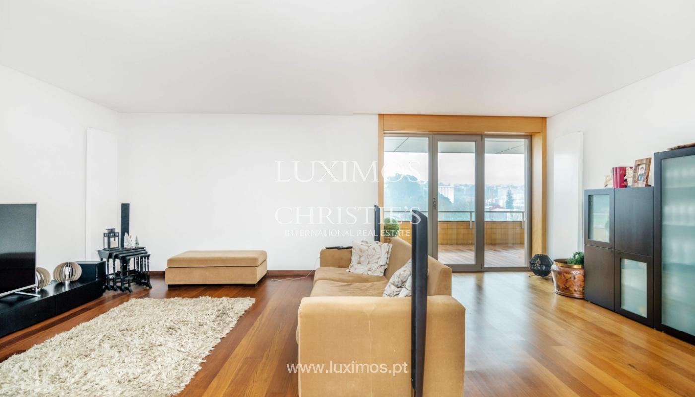 Fantastische Wohnung mit Flussblick in privater Eigentumswohnung, Porto, Portugal_131842