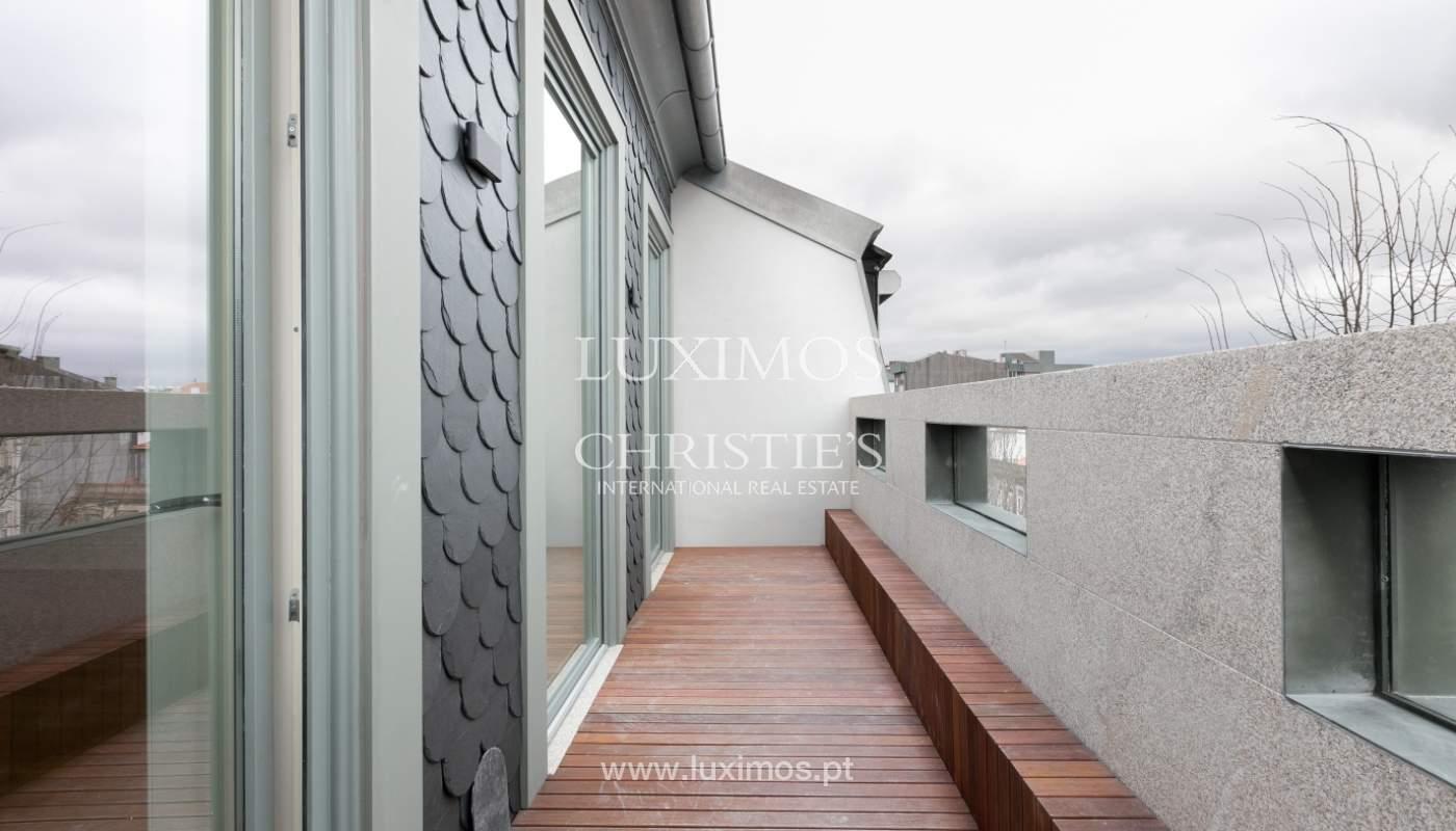 Ático nuevo con terraza en alquiler, en el centro de Porto, Portugal_131876