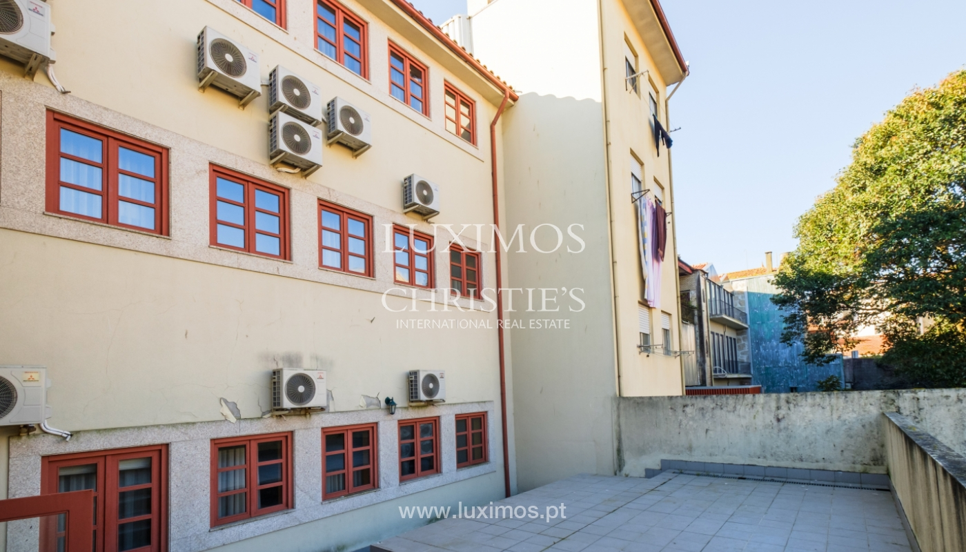 Building with 700m2 - 5 apartments and shop in downtown Porto, Portugal_132053