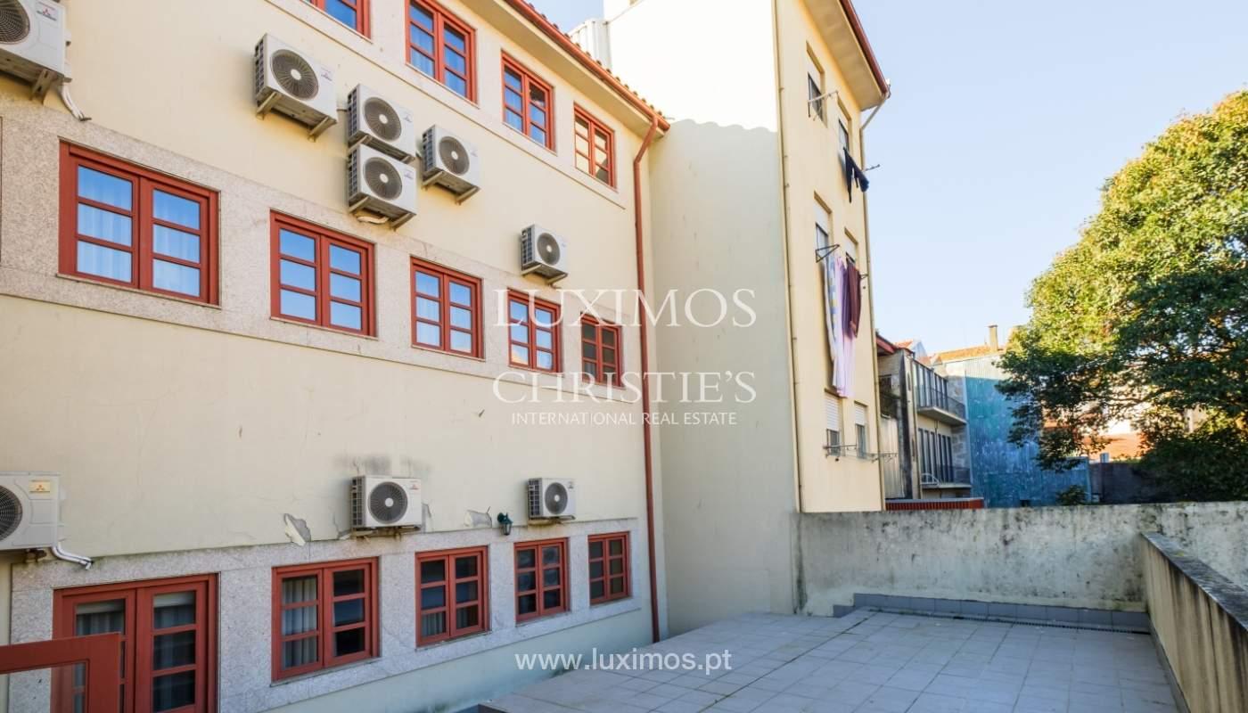 Edificio con 700m2 - 5 apartamentos y tienda en el centro de Oporto, Portugal_132053