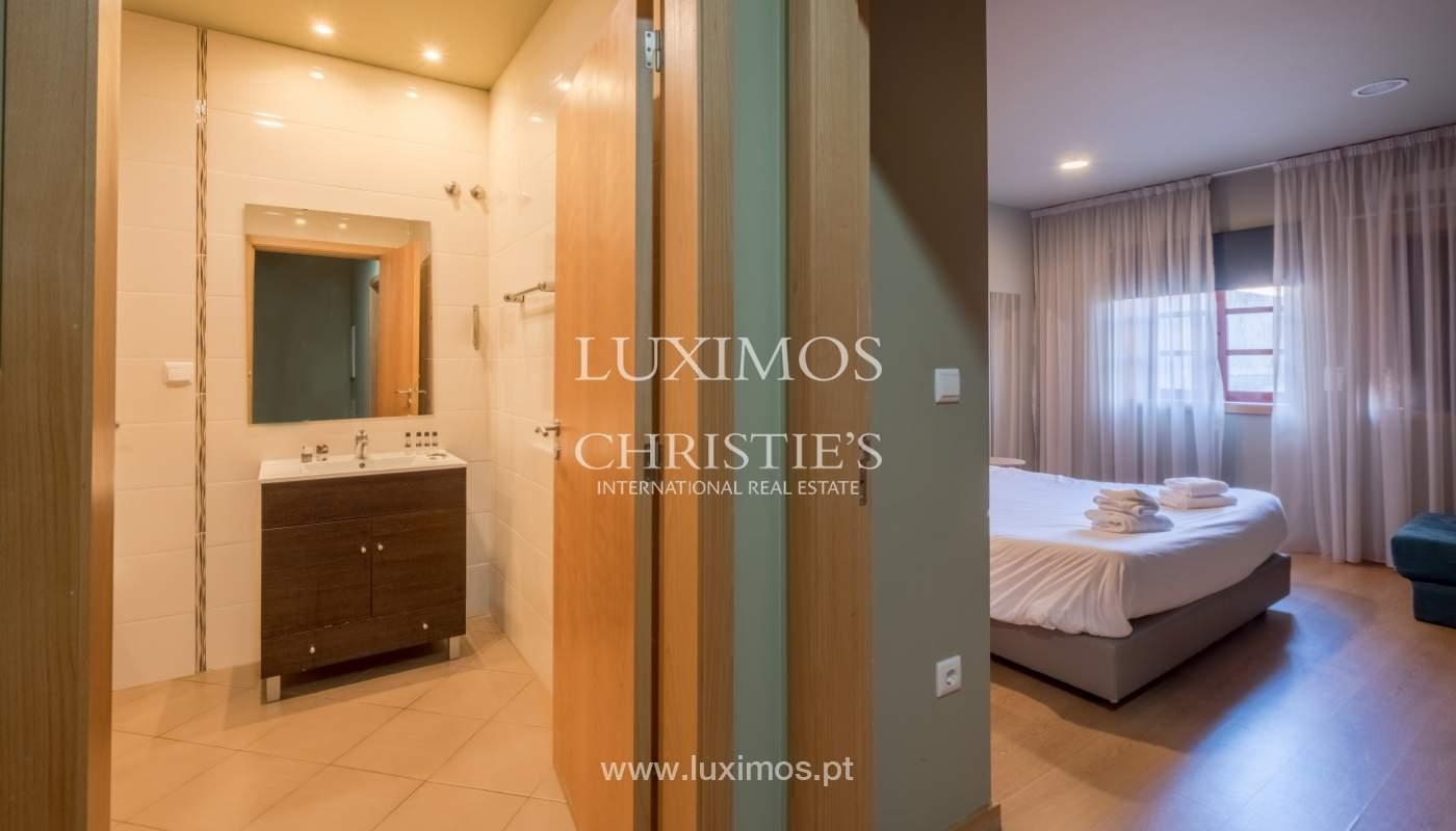 Edificio con 700m2 - 5 apartamentos y tienda en el centro de Oporto, Portugal_132055