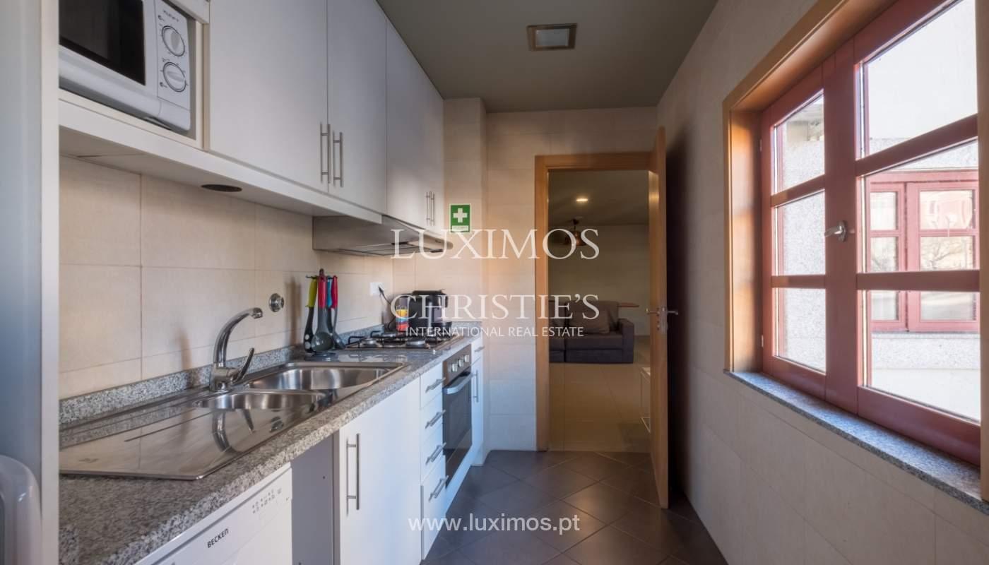 Edificio con 700m2 - 5 apartamentos y tienda en el centro de Oporto, Portugal_132062