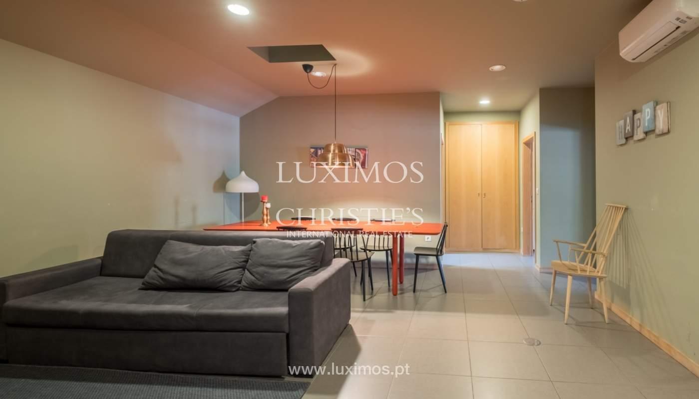 Edificio con 700m2 - 5 apartamentos y tienda en el centro de Oporto, Portugal_132076