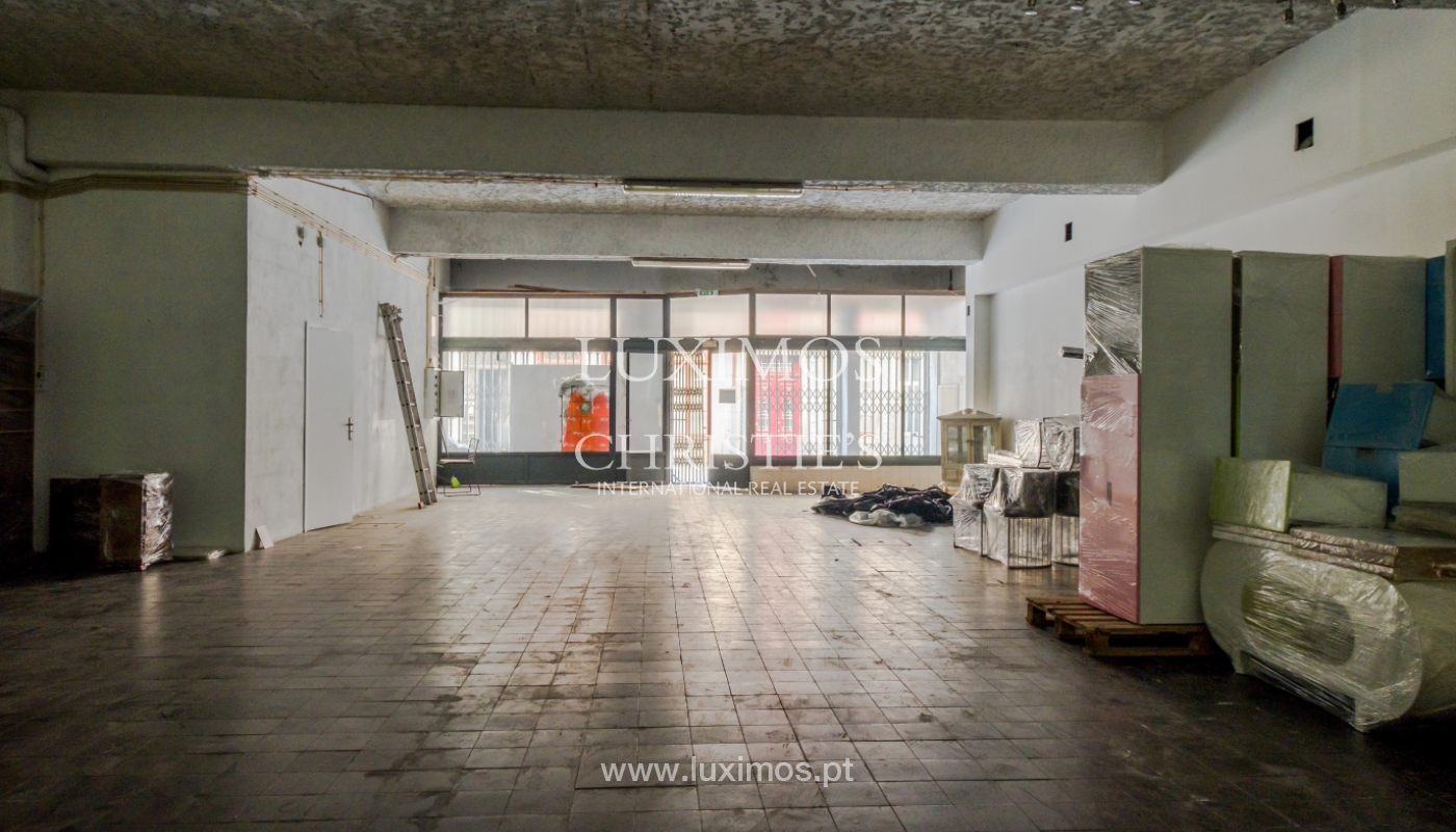 Building with 700m2 - 5 apartments and shop in downtown Porto, Portugal_132088