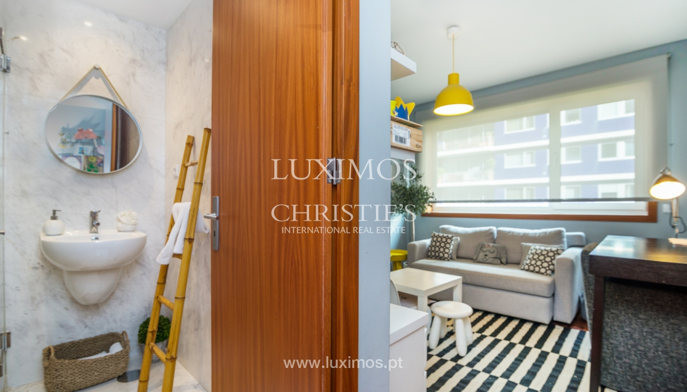 Sale of apartment, with sea view, in Matosinhos, Portugal_132089