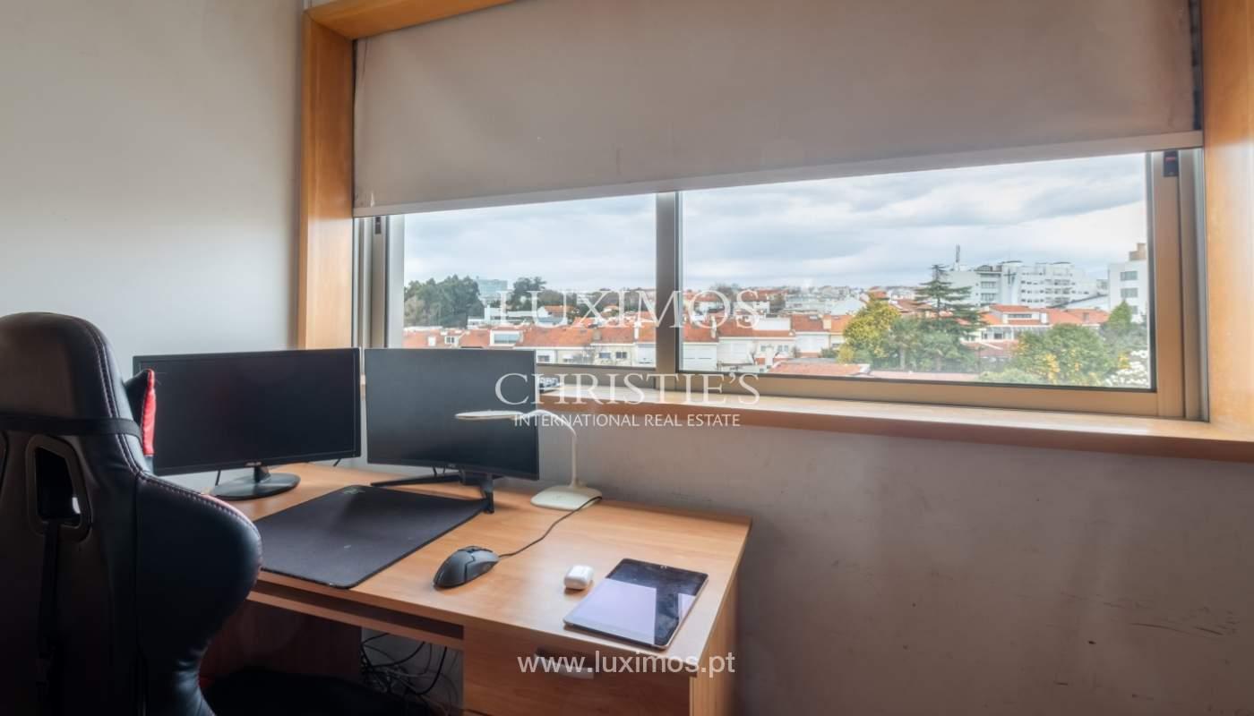 Verkauf einer Villa mit Terrasse in Vilarinha, Porto, Portugal_132339