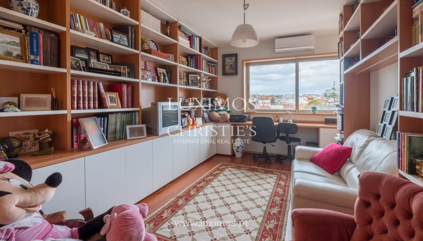 Verkauf einer Villa mit Terrasse in Vilarinha, Porto, Portugal_132346
