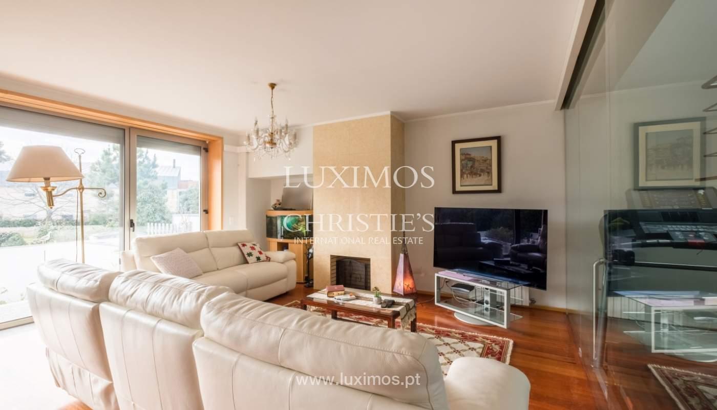 Verkauf einer Villa mit Terrasse in Vilarinha, Porto, Portugal_132357