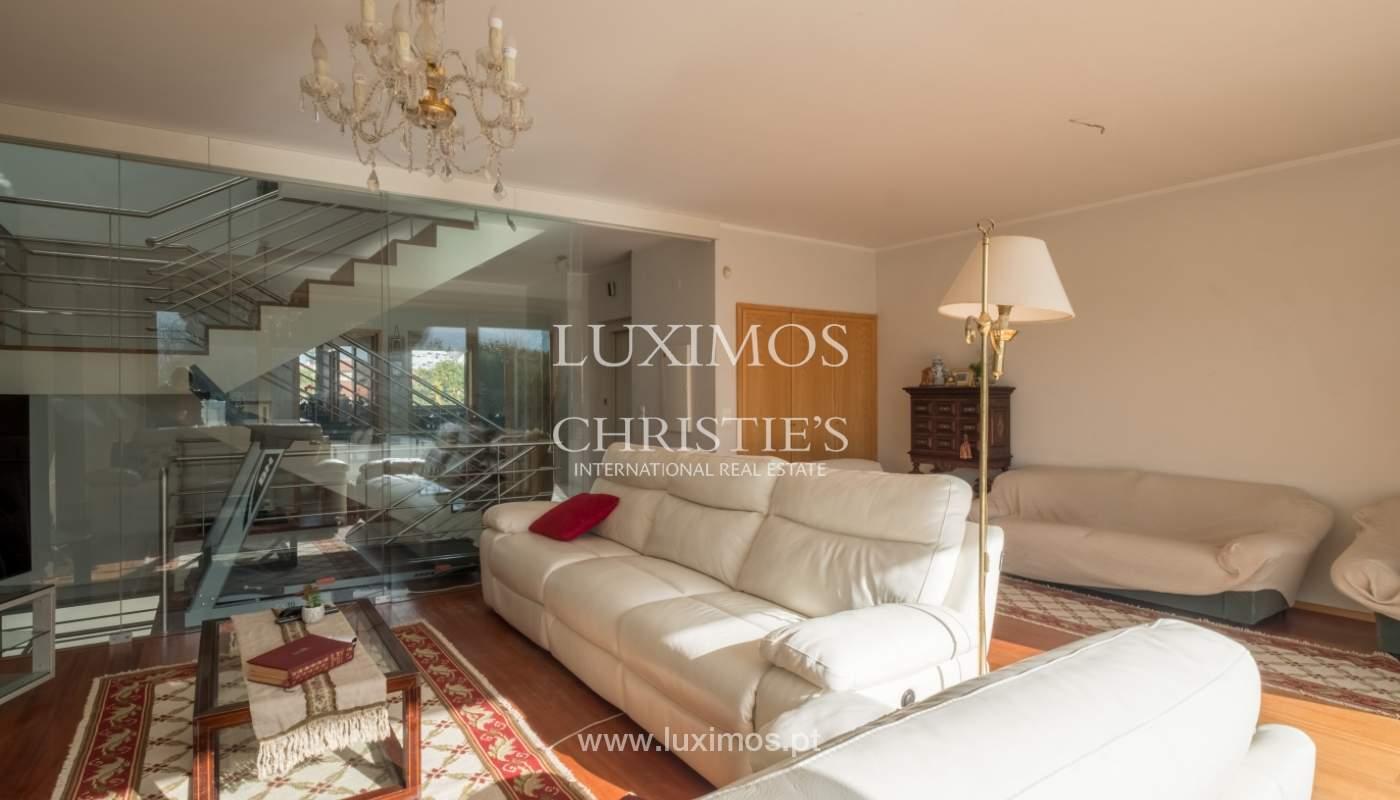 Verkauf einer Villa mit Terrasse in Vilarinha, Porto, Portugal_132360