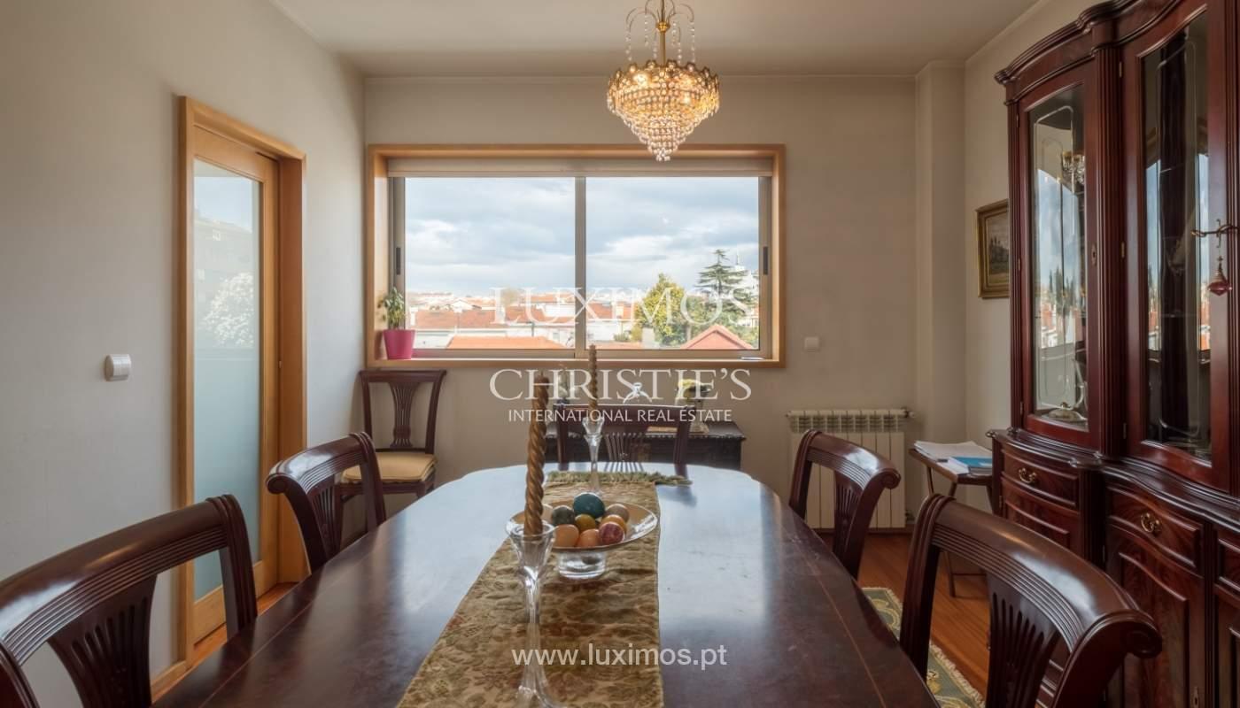 Verkauf einer Villa mit Terrasse in Vilarinha, Porto, Portugal_132365