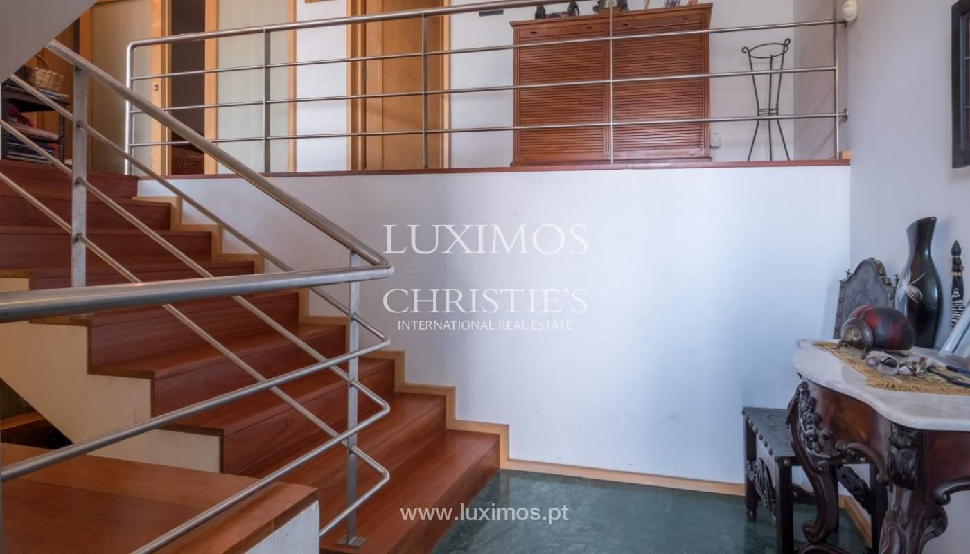 Verkauf einer Villa mit Terrasse in Vilarinha, Porto, Portugal_132379
