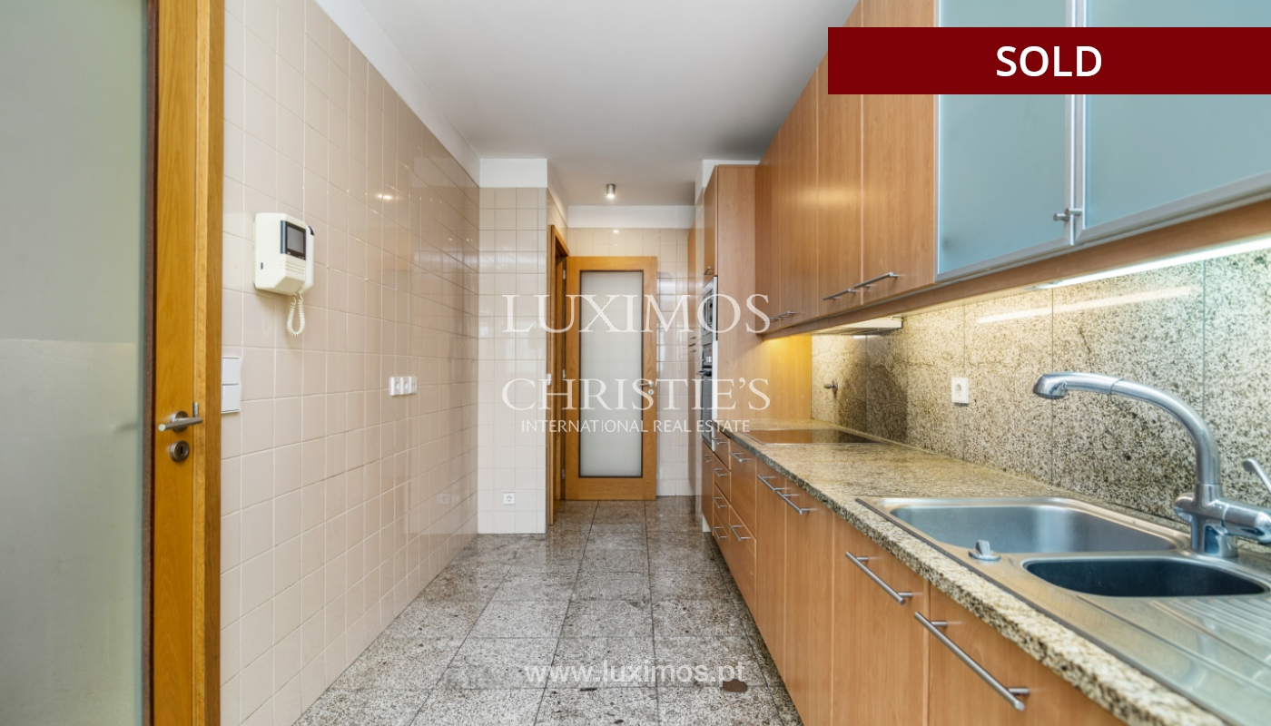 Sale of apartment w/ terrace in private condominium, Porto, Portugal_134127