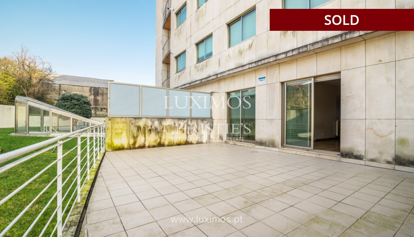 Sale of apartment w/ terrace in private condominium, Porto, Portugal_134137