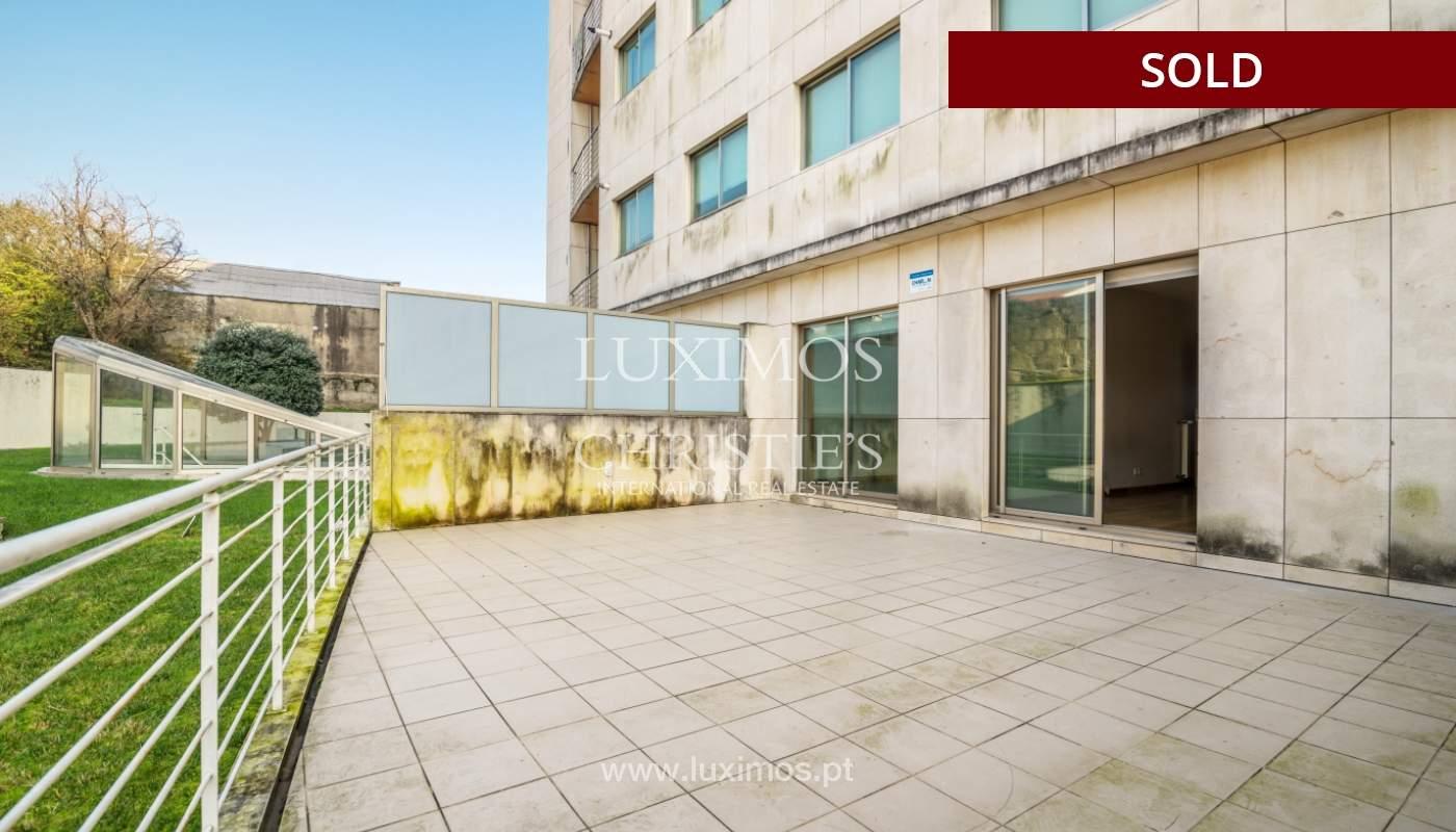 Sale of apartment w/ terrace in private condominium, Porto, Portugal_134137