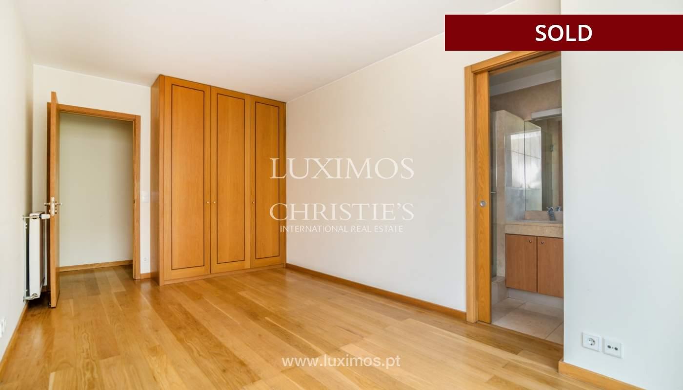 Sale of apartment w/ terrace in private condominium, Porto, Portugal_134148