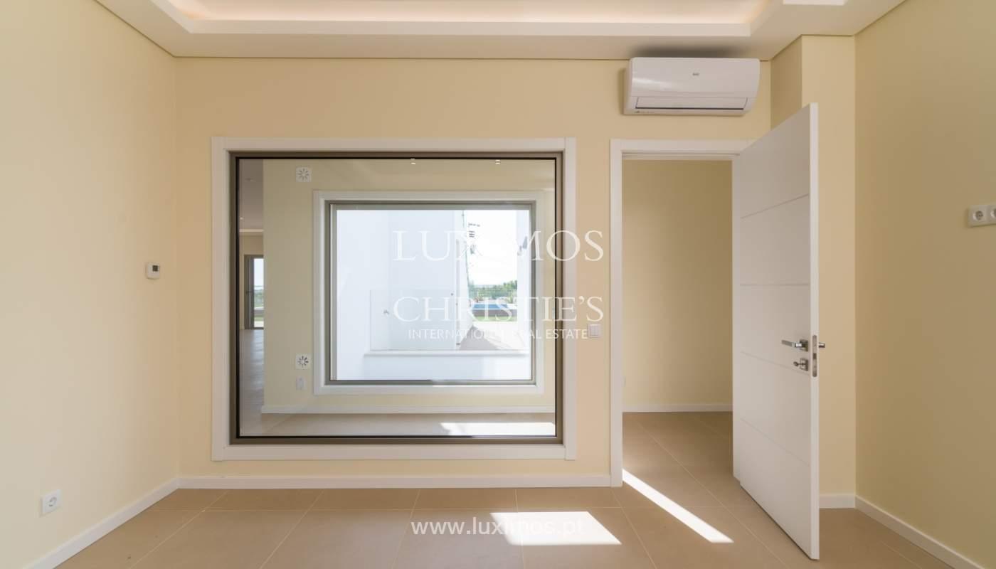 Neue Villa mit Pool zu verkaufen in Odiáxere, Lagos, Algarve, Portugal_135196