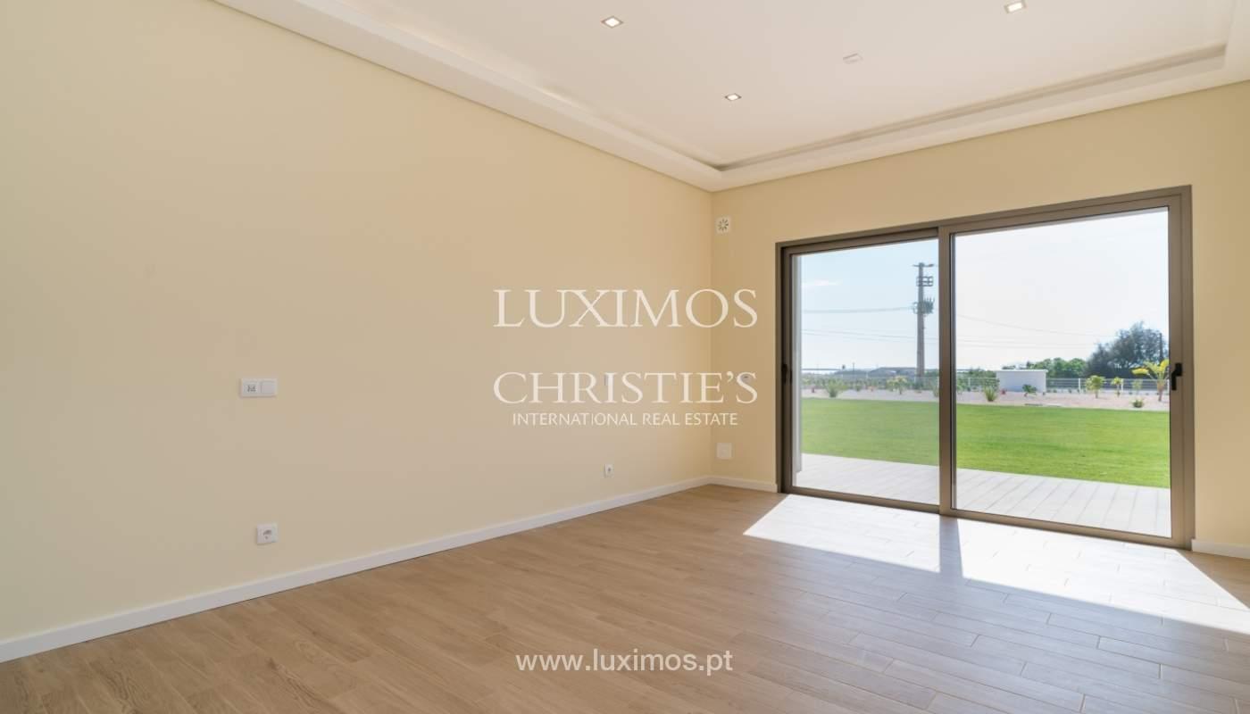 Neue Villa mit Pool zu verkaufen in Odiáxere, Lagos, Algarve, Portugal_135210