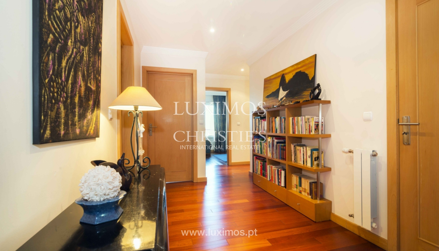 Sale of penthouse w/ terrace and views over the city of Porto, Portugal_135368