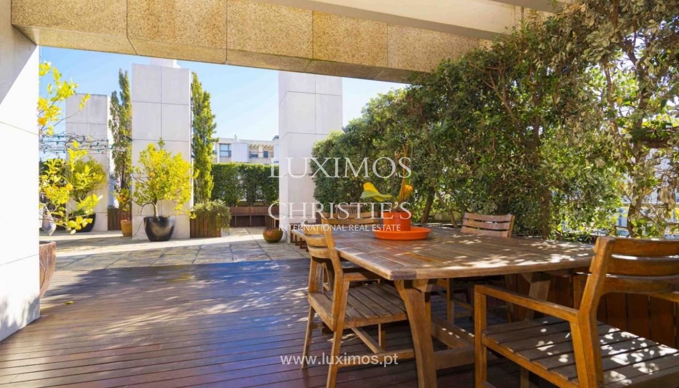 Sale of penthouse w/ terrace and views over the city of Porto, Portugal_135376