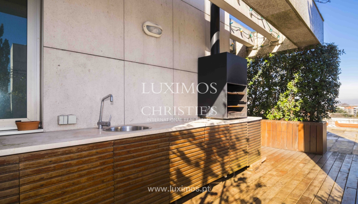 Sale of penthouse w/ terrace and views over the city of Porto, Portugal_135380