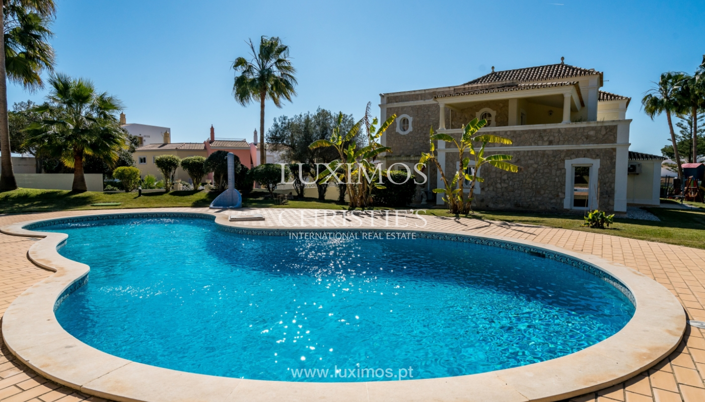Sale of villa with pool, golf front in Vilamoura, Algarve, Portugal_135595