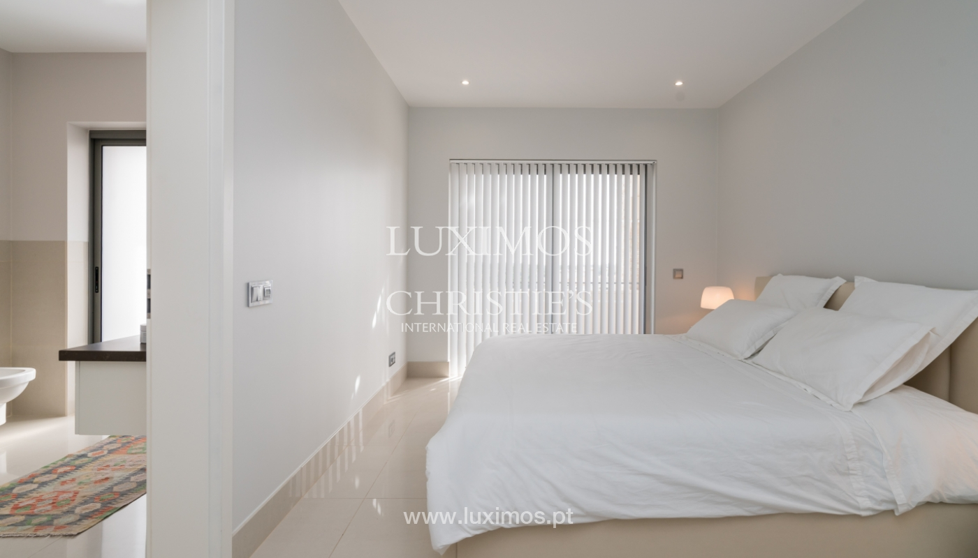 Sale of penthouse with sea view in Vilamoura, Algarve, Portugal_135717