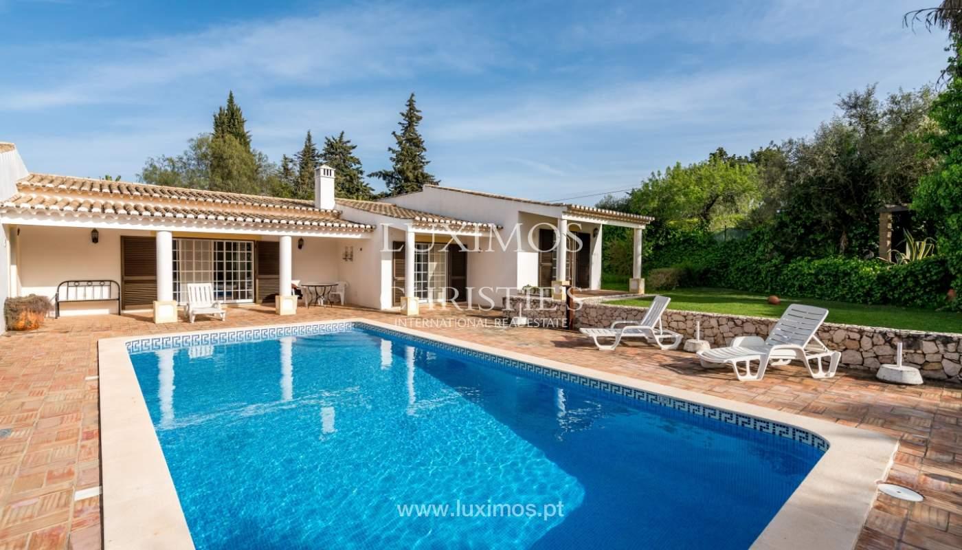 Venda de moradia com piscina e jardim em Alvor, Algarve_135749