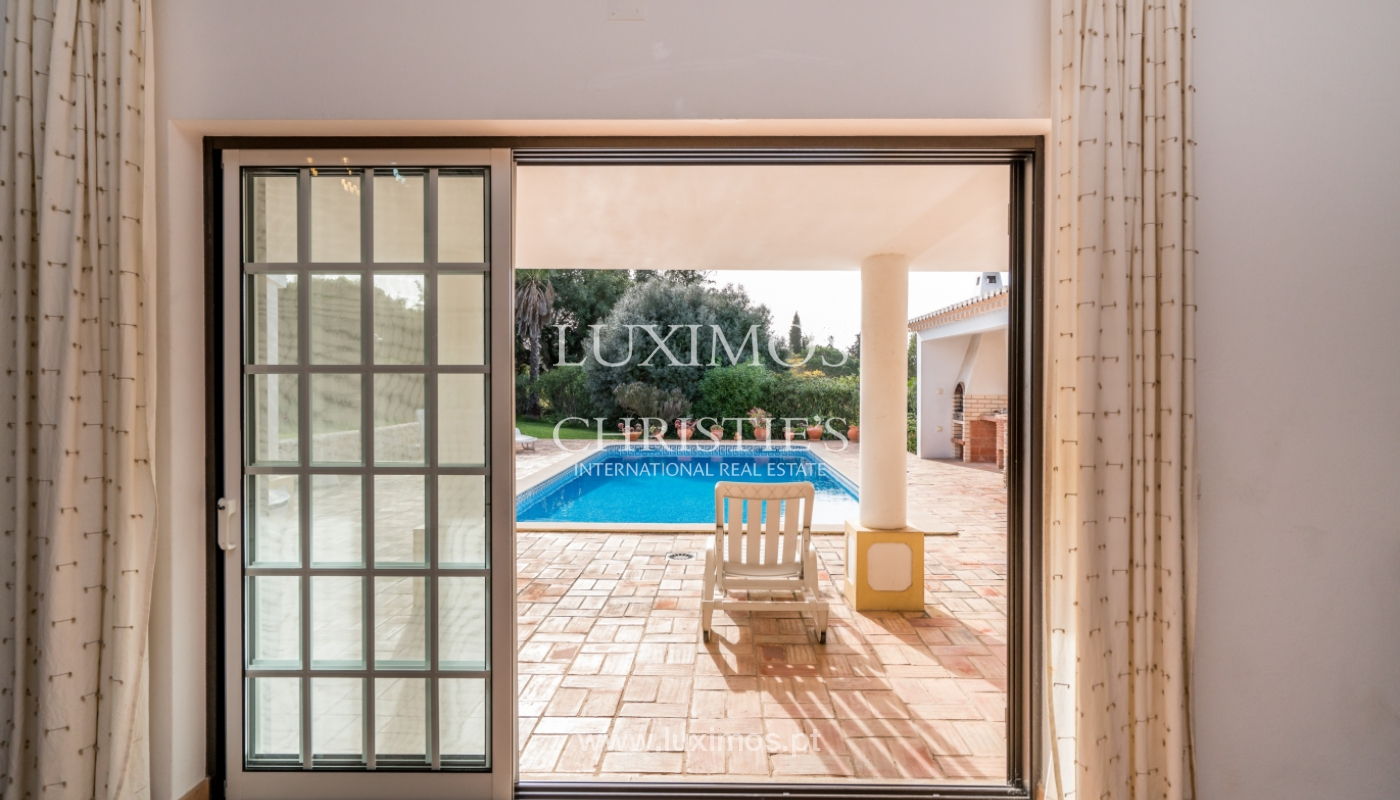 Venda de moradia com piscina e jardim em Portimão, Algarve_135766