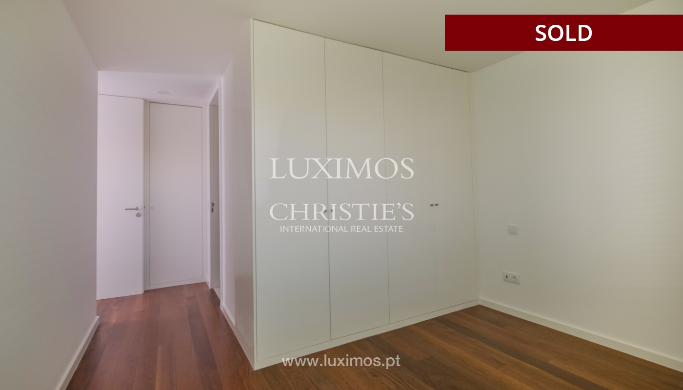 Apartment for sale, near the city park and the beach, Matosinhos, Portugal_135924