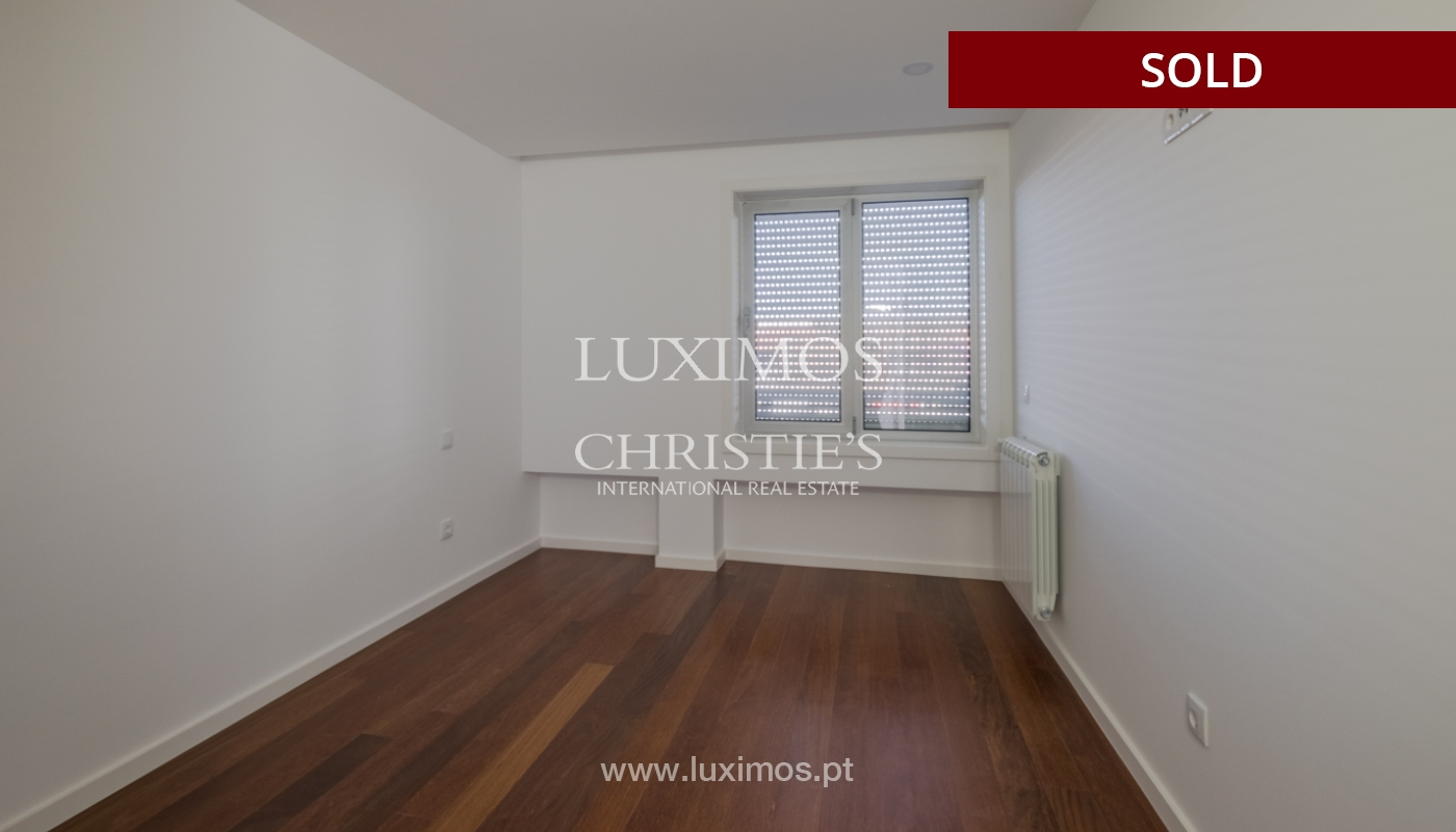Apartment for sale, near the city park and the beach, Matosinhos, Portugal_135942