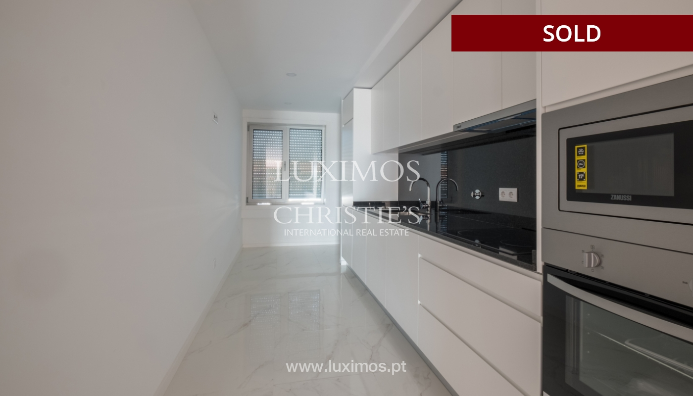 Sale of apartment, near the city park and beach, Matosinhos, Portugal_135956